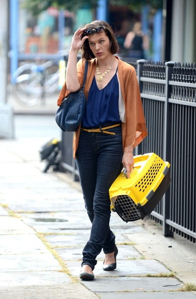 More Pics of Milla Jovovich Skinny Jeans (1 of 8) - Skinny Jeans Lookbook - StyleBistro