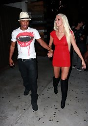 Karissa Shannon completed her va-va-voom getup with a pair of black knee-high boots.