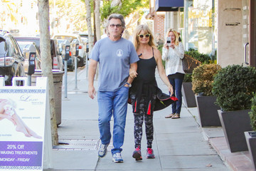 Kate Hudson Goldie Hawn Goldie Hawn, Kate Hudson, and Kurt Russell Have a Black Friday Breakfast