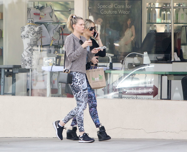 More Pics of Kate Hudson Leggings (1 of 6) - Pants & Shorts Lookbook - StyleBistro []