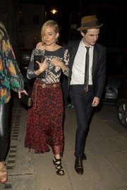 Sienna Miller sealed off her look with a pair of black crisscross-strap heels.