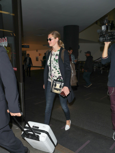 More Pics of Kate Upton Smoking Slippers (1 of 5) - Flats Lookbook - StyleBistro