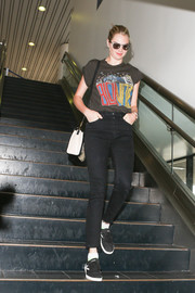 Kate Upton teamed her T-shirt with black skinny jeans.