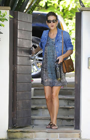 Kate Walsh topped off her printed day dress with brown leather strappy sandals.