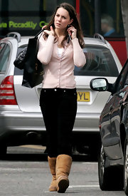Kate Middleton wore a pale pink cardigan with black skinny jeans on a shopping trip.