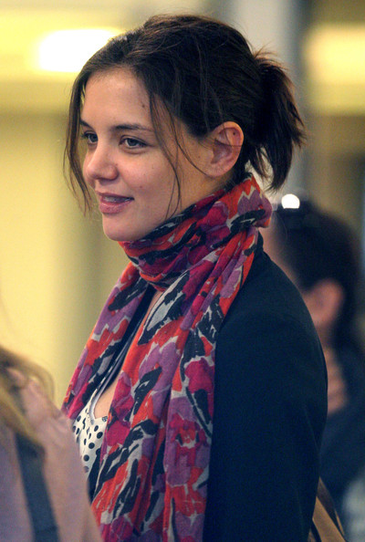 More Pics of Katie Holmes Jean Shorts (1 of 13) - Jeans Lookbook - StyleBistro