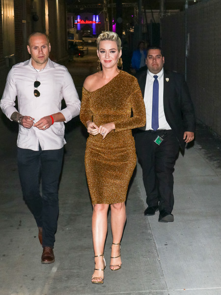 Katy Perry Off-the-Shoulder Dress []