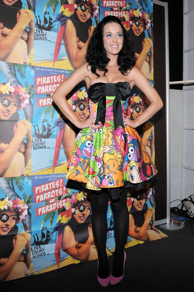 Katy Perry Strapless Dress []