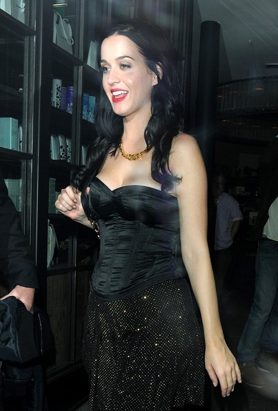 More Pics of Katy Perry Gold Chain (3 of 13) - Gold Necklaces Lookbook - StyleBistro []