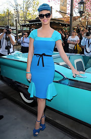 Katy topped off her blue ensemble with matching platform sandals complete with bow-detailing.