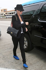 Katy pulled a Beckham and hit the airport looking chic in oversize shades and a classic fedora.