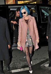 Katy topped off her ensemble with white pumps and sheer black tights.