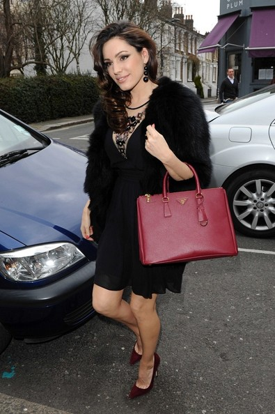 More Pics of Kelly Brook Leather Tote (1 of 11) - Kelly Brook Lookbook - StyleBistro