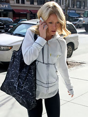 Kelly Ripa hit the gym carrying a navy graffiti tote.