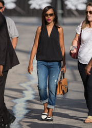 Kerry Washington showed her edgy side with a pair of ripped boyfriend jeans.