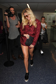 Kesha pulled her airport look together with a pair of black platform brogues.