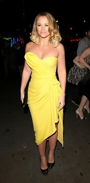 Kimberley Walsh stepped out looking oh-so-glam in black and gold cap-toe pumps and a yellow strapless dress.