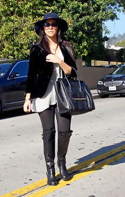 Kourtney wore a stylish wide-brimmed hat for her trip to the Louboutin boutique.