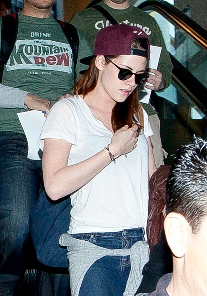 More Pics of Kristen Stewart Wayfarer Sunglasses (8 of 12) - Kristen Stewart Lookbook - StyleBistro