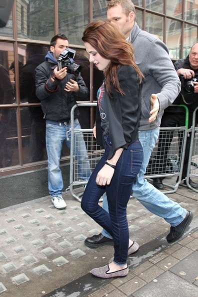 More Pics of Kristen Stewart Casual Loafers (1 of 6) - Kristen Stewart Lookbook - StyleBistro