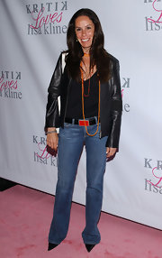 A leather jacket and pointy pumps added a little attitude to Melissa's classic bootcut jeans.