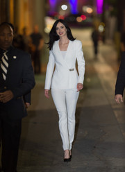 Krysten Ritter was impeccably dressed in a perfectly tailored white pantsuit by Mugler during her 'Jimmy Kimmel' appearance.