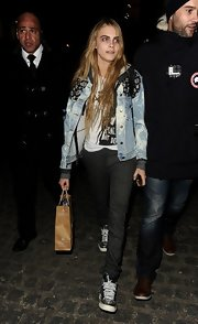 Cara Delevingne was seen in a comfy ensemble and some sneakers as she arrived at the Giles show at LFW.