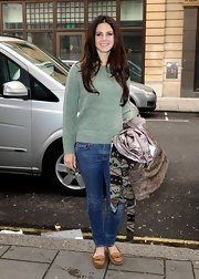 Lana Del Rey was a classic beauty in this heathered crewneck sweater.