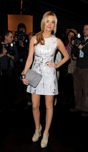 Laura Whitmore Clothes