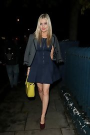 Laura Whitmore did a bit of color blocking by pairing purple platform pumps with her blue dress and accessorizing with a yellow purse.