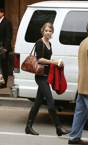 Just another busy day for the overight sensation Taylor Swift, who is seen her carrying a brown rose printed shoulder bag.