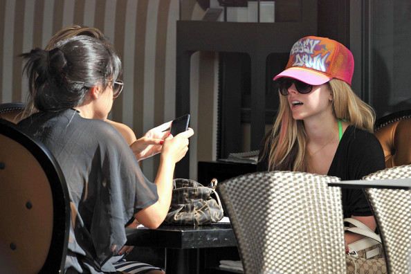 More Pics of Avril Lavigne Sun Hat (2 of 20) - Avril Lavigne ...