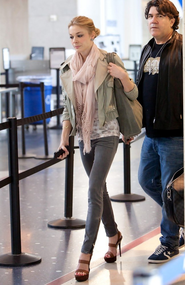Leann Rimes Accessories Looks Stylebistro