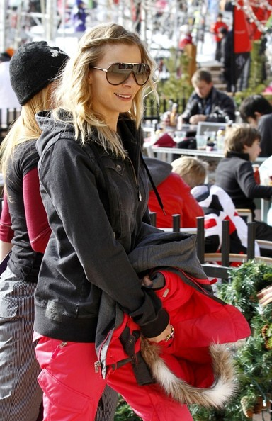 More Pics of LeAnn Rimes Athletic Shield Sunglasses (1 of 15) - Sporty Shades Lookbook - StyleBistro