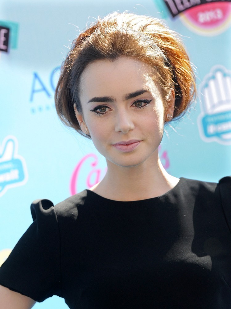 Lily Collins Ponytail Lily Collins Hair Looks Stylebistro