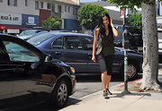 Lisa Ling stayed true to her comfy outfit by strapping on a pair of gladiators that just added the right level of punk.