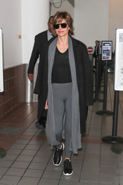 Underneath her coat, Lisa Rinna wore gray leggings, a matching long cardigan, and a black shirt.