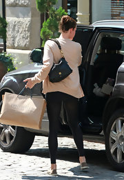 Liv paired her casual outfit with a cool and classic leather shoulder bag.