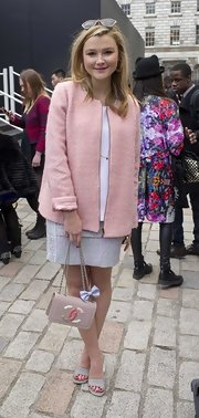 Amber Atherton was pretty in pink in a feminine pink wool coat and Chanel bag with a bow at London Fashion Week.