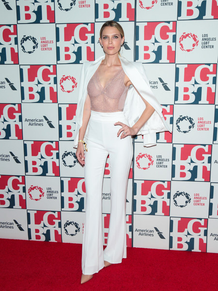 Sara Foster was sleek in a white pantsuit at the 2017 Vanguard Awards.