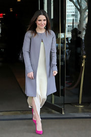 Sophia Bush livened up her ivory shift dress with pink suede Rolando pumps.