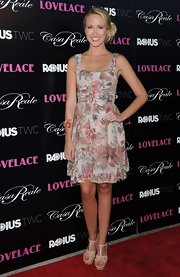 Anna stuck to Victorian florals for the red carpet premiere of 'Lovelace.'