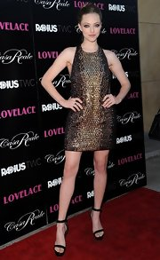 Amanda glimmered in a gold, beaded shift dress that blended retro with contemporary.