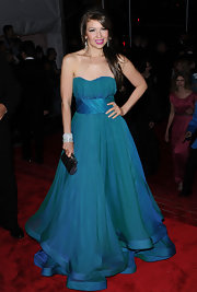 Thalia arrived on the red carpet of the MET Costume Gala Benefit wearing a beautiful blue strapless gown.