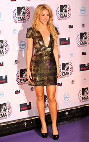 Shakira turned up the heat in Cachet peep-toes by Sergio Rossi. The subtle yet sexy heels were a sophisticated choice for a low-cut sequin dress.