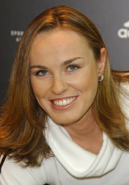 Martina Hingis Medium Layered Cut