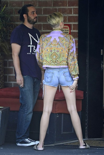 More Pics of Miley Cyrus Print Blouse (6 of 19) - Miley Cyrus Lookbook - StyleBistro []