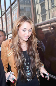Miley Cyrus paired her casual outfit with a large turqouise pendant.