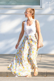 Minka Kelly was boho-cute on the bottom half in a floral maxi skirt.
