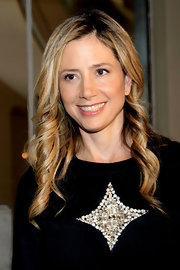 Mira Sorvino looked oh-so-girly with her corkscrew curls.